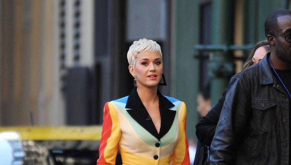 Una muy colorida Katy Perry por las calles de Los Ángeles