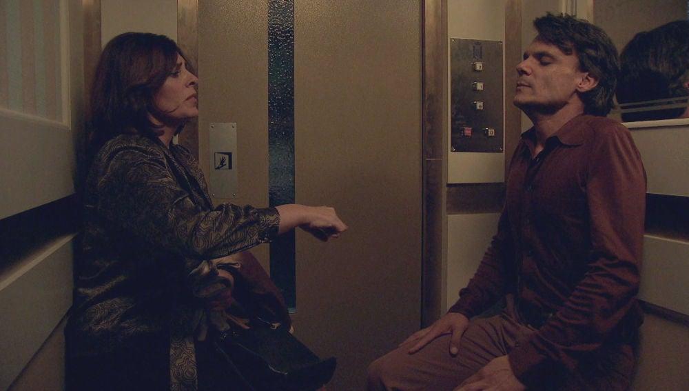Apagón en el Hotel La Estrella: Jesús sufre un ataque de pánico encerrado con Romi en el ascensor