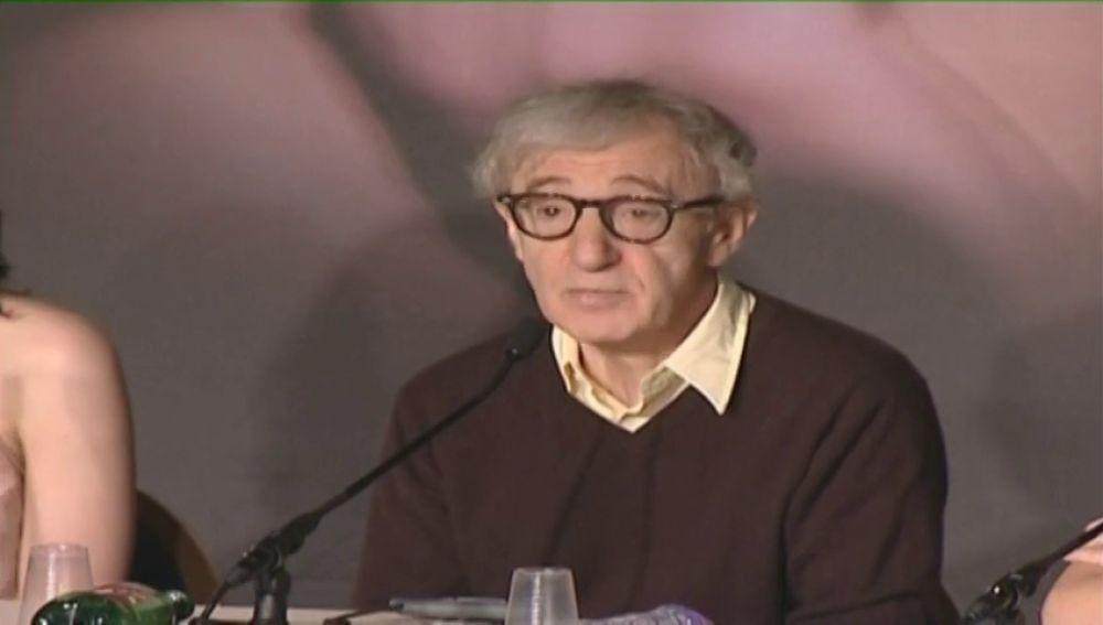Una modelo reconoce haber tenido una romance con Woody Allen cuando tenía 16 años