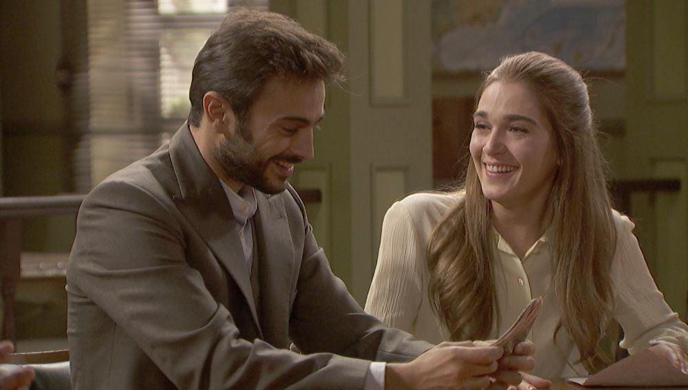 Saúl y Julieta reciben un regalo que cambiará su vida