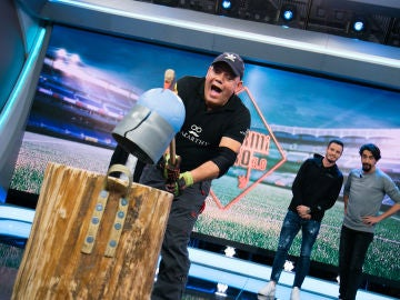 VÍDEO: Saúl Níguez alucina con el balón indestructible de 'El Hormiguero 3.0'