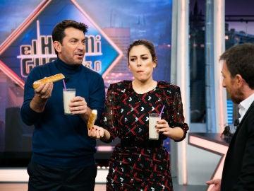 Pablo Motos concede el deseo de Arturo Valls y Blanca Suárez como invitados Platino de 'El Hormiguero 3.0' bebiendo horchata al ritmo de 'Paquito el chocolatero'