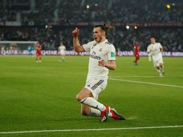 Bale celebra uno de sus tres goles contra el Kashima