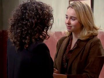 Amelia visita a Luisita en la cárcel