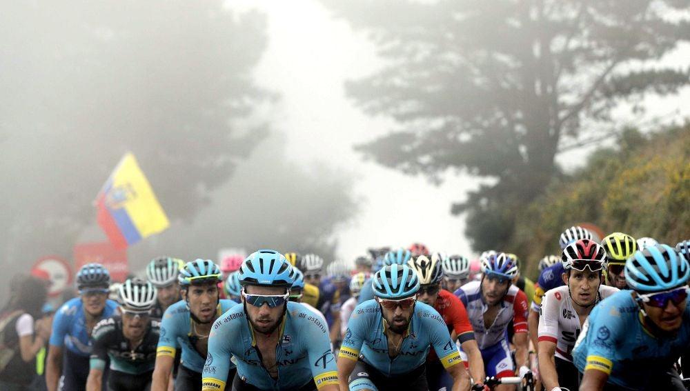 El pelotón, durante La Vuelta de 2018