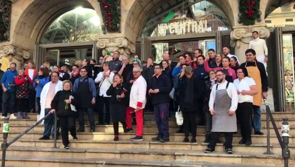 Varios vendedores del Mercado Central de Valencia entran a la fuerza en el ayuntamiento