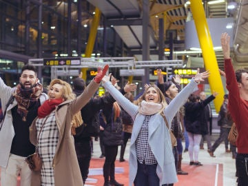 VÍDEO: 'La Voz' sorprende con una performance en el aeropuerto de Madrid