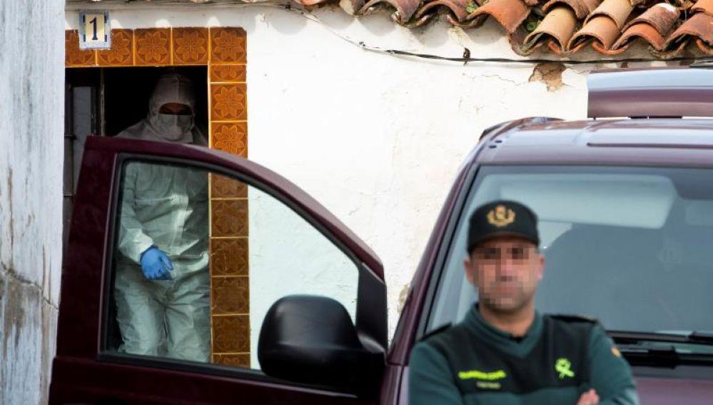 La Guardia Civil en la casa de Bernardo Montoya en El Campillo