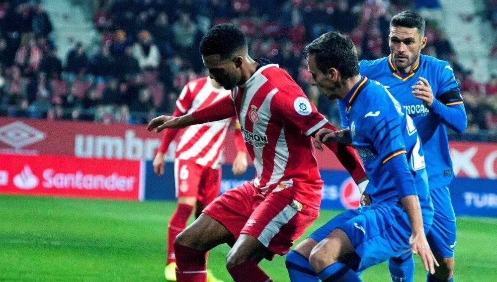 Momento del partido entre el Girona y el Getafe
