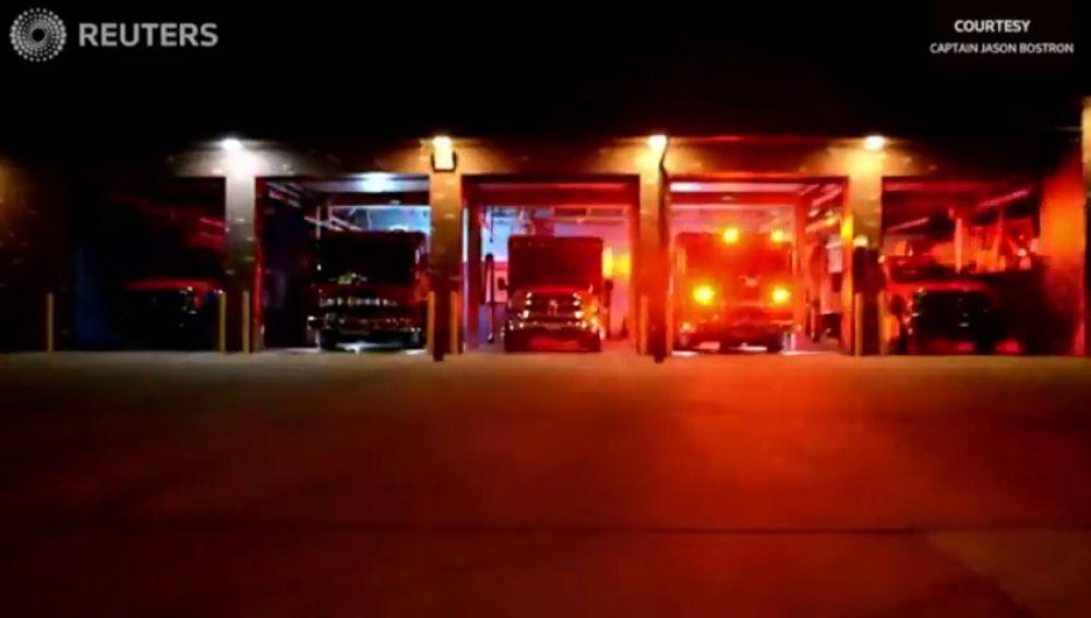 Los bomberos de Colorado felicitan la Navidad al ritmo de la música