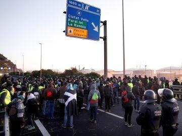 Dos protestas cortan la Diagonal con Paseo de Gracia y Gran Vía, en Barcelona