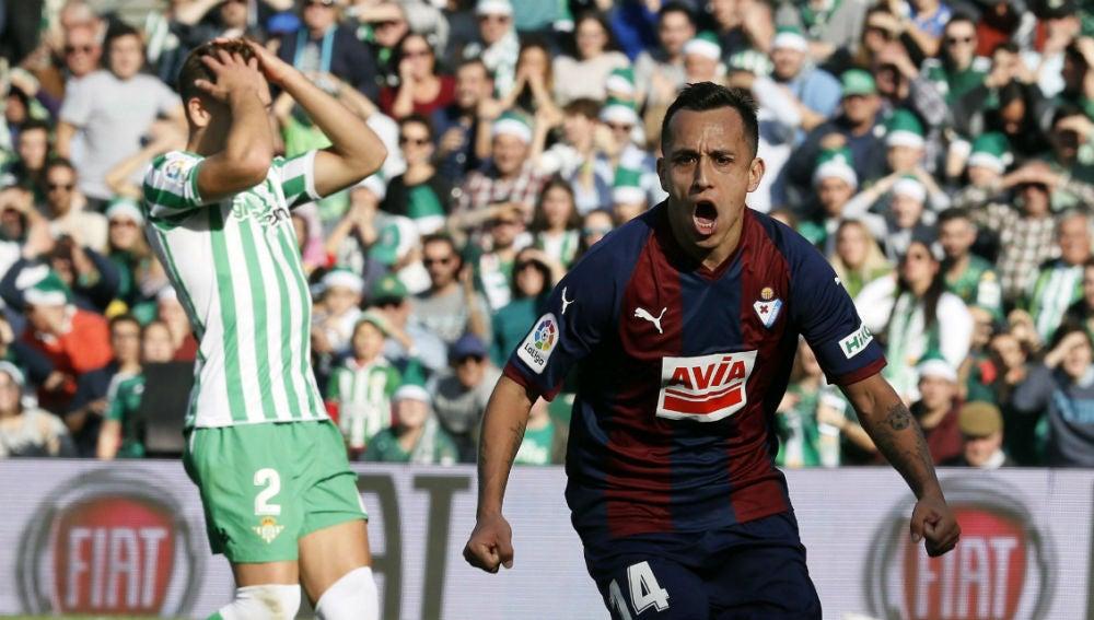 Orellana celebra un gol