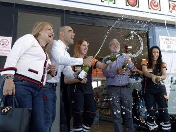 Noticias Fin de semana (22-12-18) 03347: 'El Gordo' de la Lotería de Navidad de 2018 deja una lluvia de millones por toda España