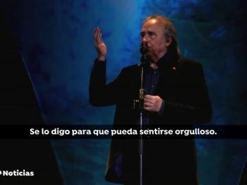 Serrat para un concierto en Barcelona para reprender a un fan