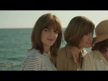 El trailer final de la comedia 'Gente que viene y bah', protagonizada por Clara Lago y Carmen Maura