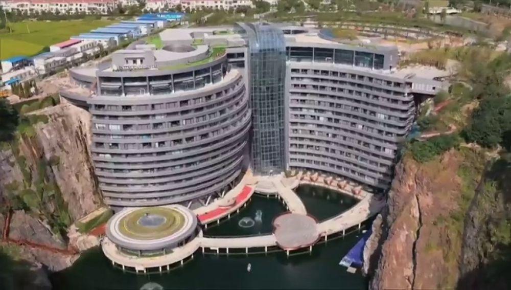 Primer hotel subterráneo del mundo construido en un pozo abandonado en Shanghai