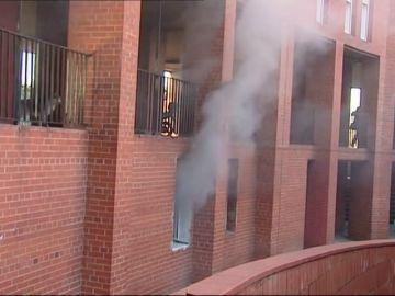 REEMPLAZO Familiares del fallecido en el tiroteo en Barcelona queman la casa del sospechoso