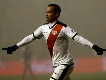 Raúl de Tomas celebra un gol