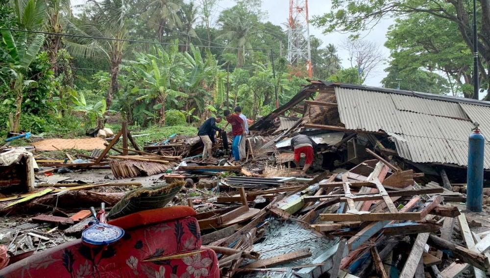 Destrozos del tsunami en Indonesia