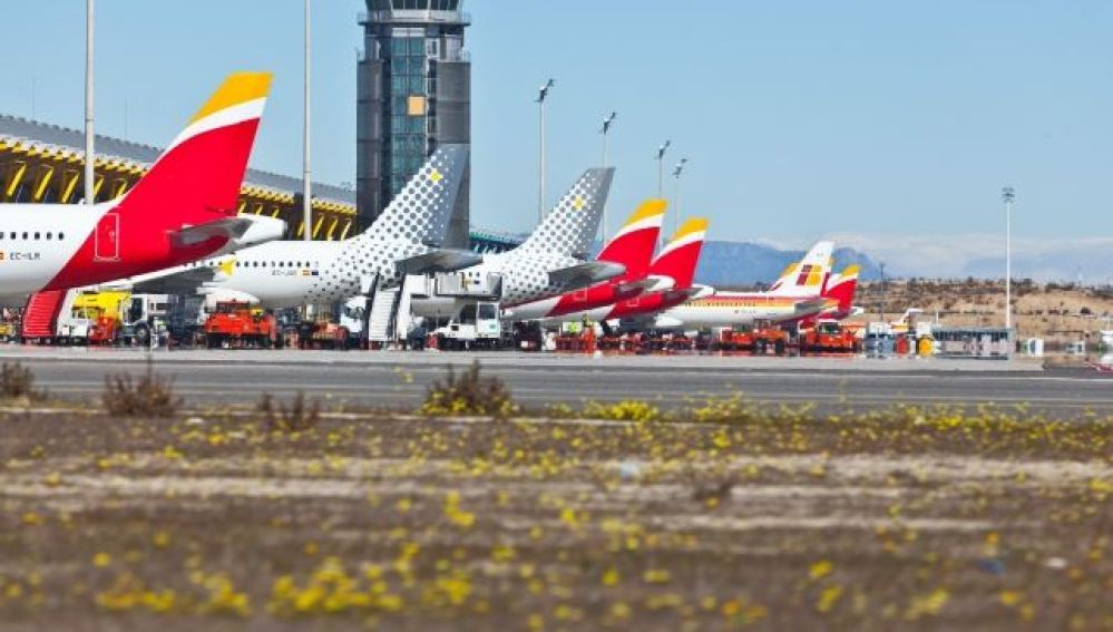 Flota de IAG: aviones de Iberia y Vueling._643x397