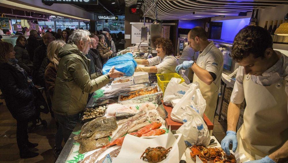 Mercados de toda España abarrotados de clientes