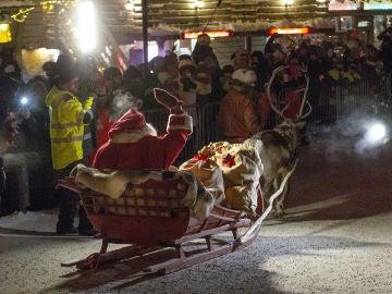 Santa Claus comienza su viaje para repartir regalos