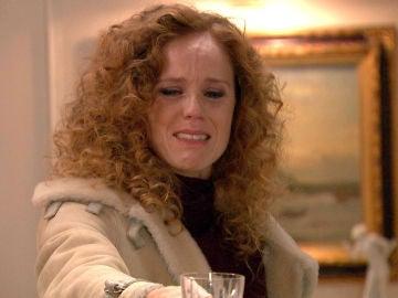 Ebria y con rabia, Natalia se presenta en casa de los de La Vega en la cena de Nochebuena