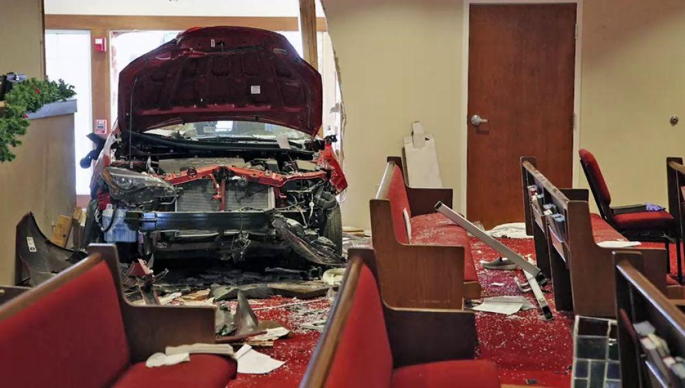 Al menos seis heridos al estrellarse un vehículo contra una iglesia en Ohio