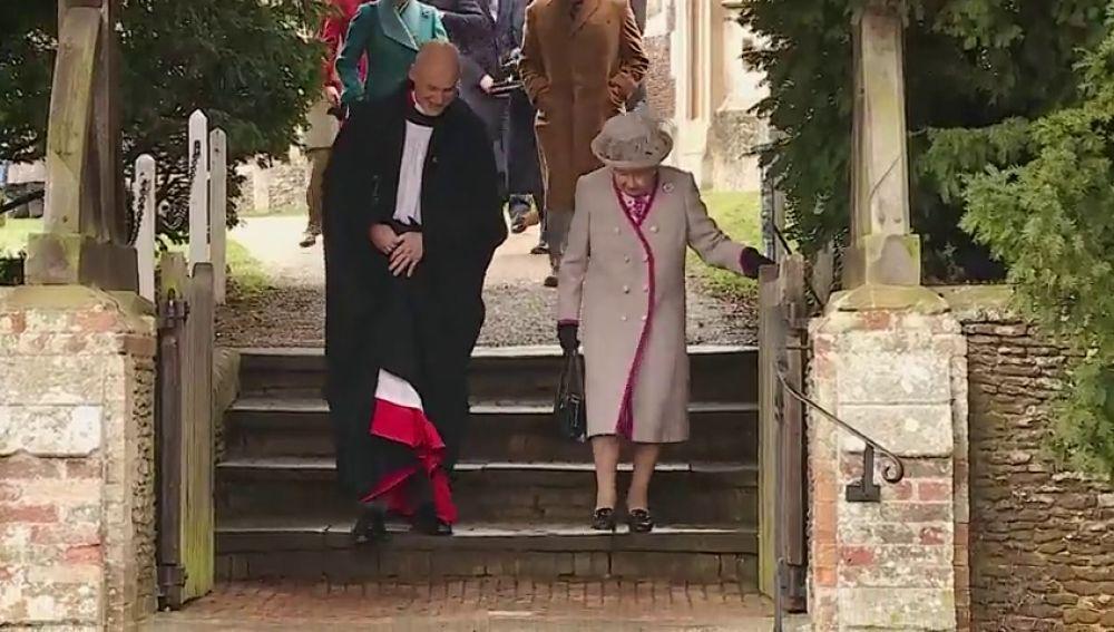 """Isabel II afirma que las bodas y los nacimientos la han mantenido """"ocupada"""" en este 2018"""