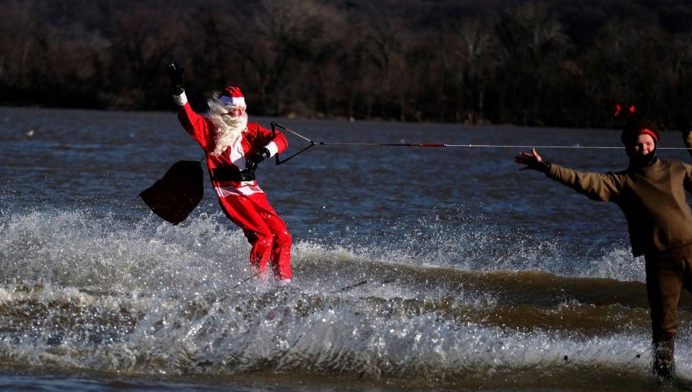 Un Papá Noel celebrando la Navidad