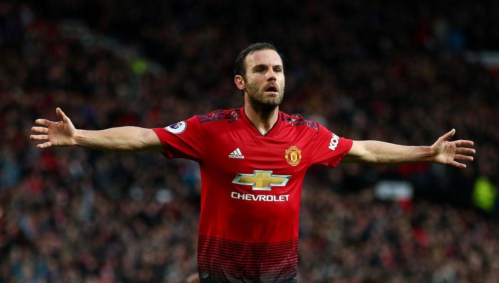 Mata celebra uno de sus goles con el Manchester United