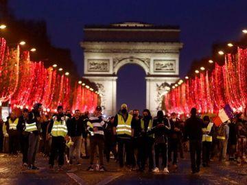 'Chalecos amarillos' en el Arco del Triunfo de París