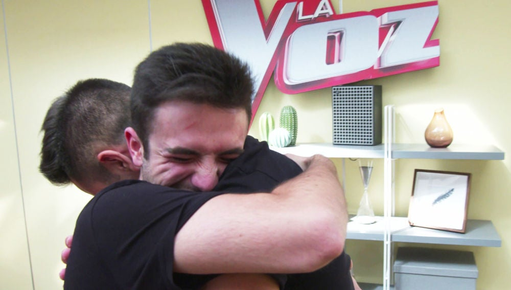El emotivo reencuentro entre Javier Erro y un antiguo compañero de 'La Voz Kids'