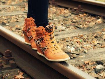 Caminando por las vías del tren