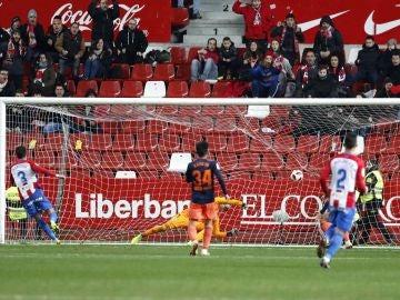 Noblejas bate al guardameta del Valencia, Jaume Domenech