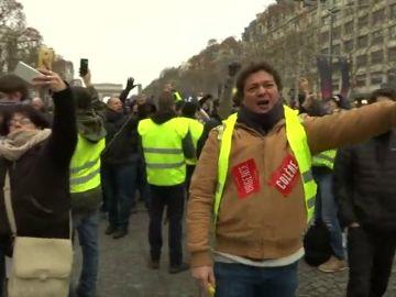 """Francia endurecerá las sanciones contra """"alborotadores"""" en respuesta a los chalecos amarillos"""