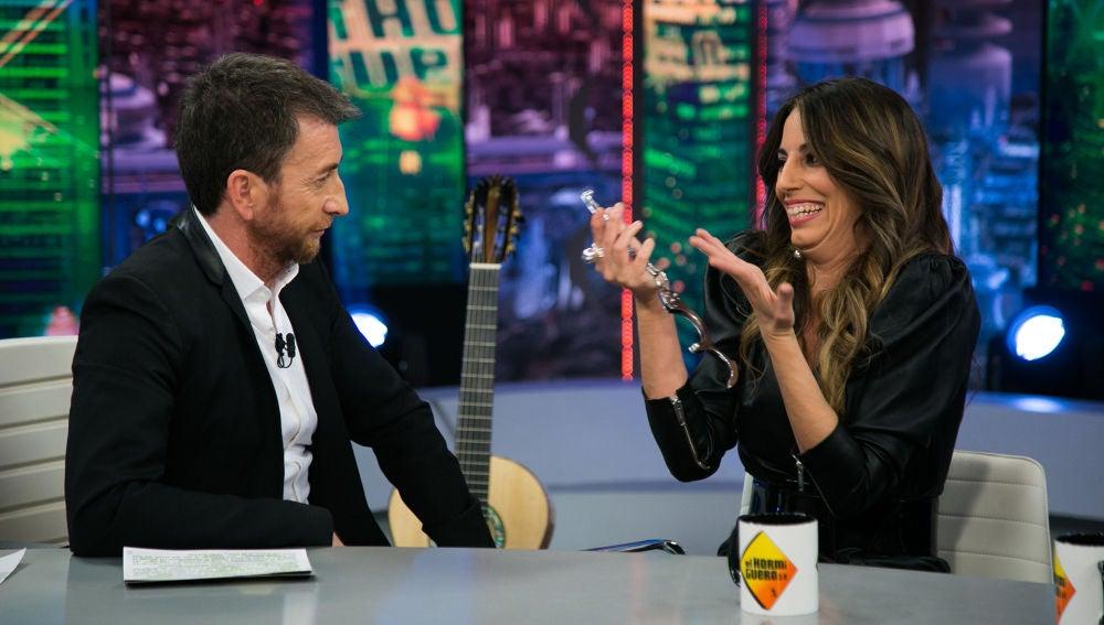 Pablo Motos detiene a Almudena Cid en directo en 'El Hormiguero 3.0'