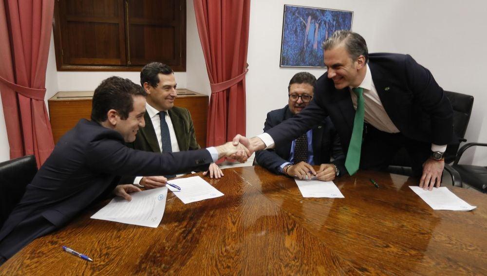 Los secretarios generales del PP, Teodoro García Egea, y de Vox, Francisco Javier Ortega Smith