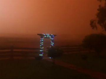 Una tormenta de polvo crea este espectacular fenómeno en la ciudad australiana de Barellan