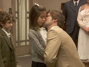 La emotiva y triste despedida de Gonzalo con su familia