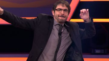 Juanra Bonet anima a Alberto Sanfrutos de 'Los Lobos' a bailar al ritmo de Avicii