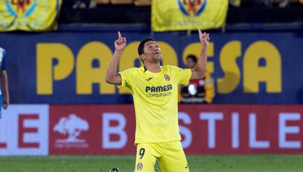 Carlos Bacca celebra su gol ante el Espanyol