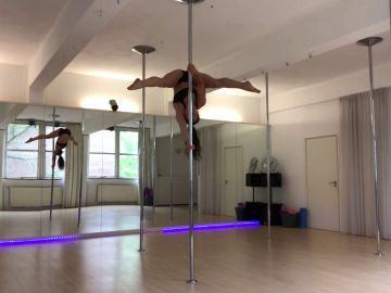 La pole dancer Dineke Minten