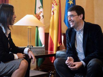 La presidenta del Parlamento andaluz, Marta Bosquet, durante la reunión mantenida con el portavoz del PSOE,