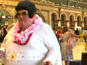 El festival anual de Elvis Presley reúne a cientos de imitadores y fanáticos del 'rey del rock' en Australia