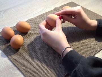 El truco definitivo para pelar un huevo duro a la perfección