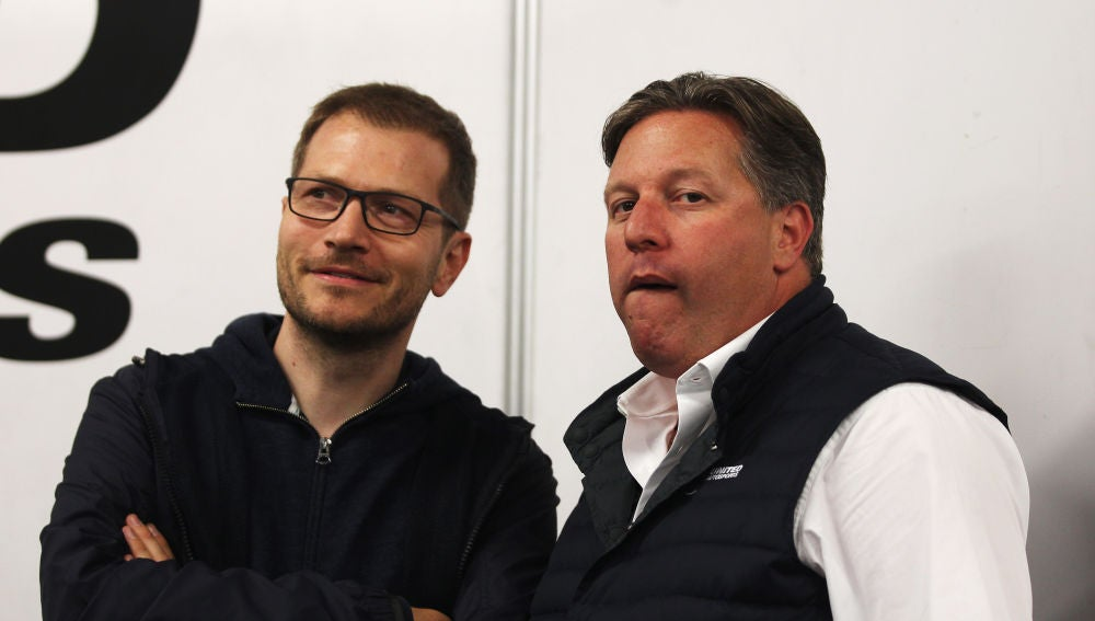 Andreas Seidl, junto a Zak Brown