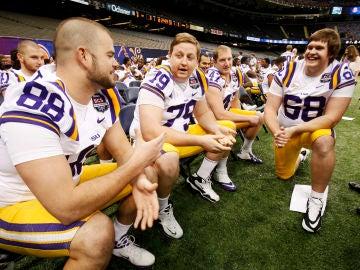 Matt Branch, en el centro de la imagen, junto a sus compañeros de Louisiana