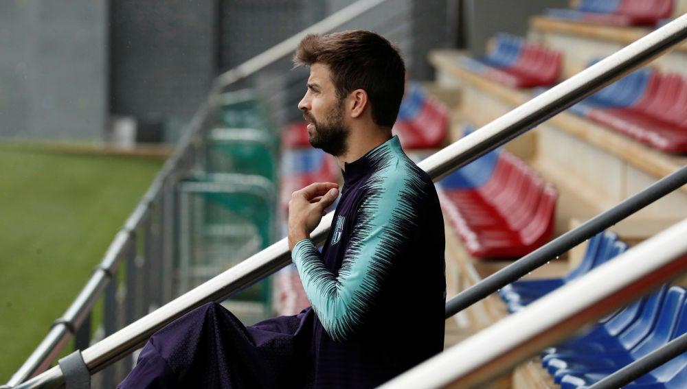 Piqué, durante un entrenamiento con el Barça