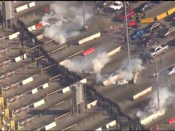 Estados Unidos dispara gases lacrimógenos entre la frontera de San Diego y Tijuana